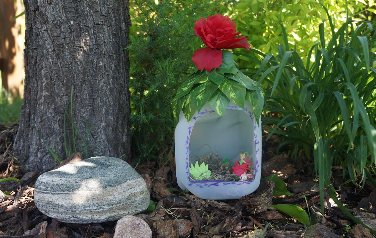 Summer camp fairy house design dazzle for Craft ideas for fairy gardens