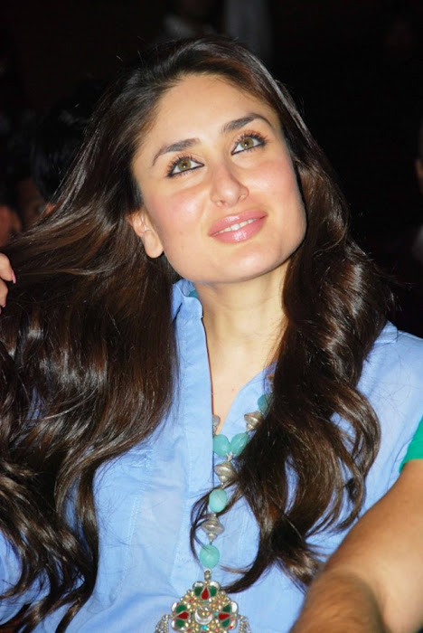 kareena kapoor at national collage festival hot images