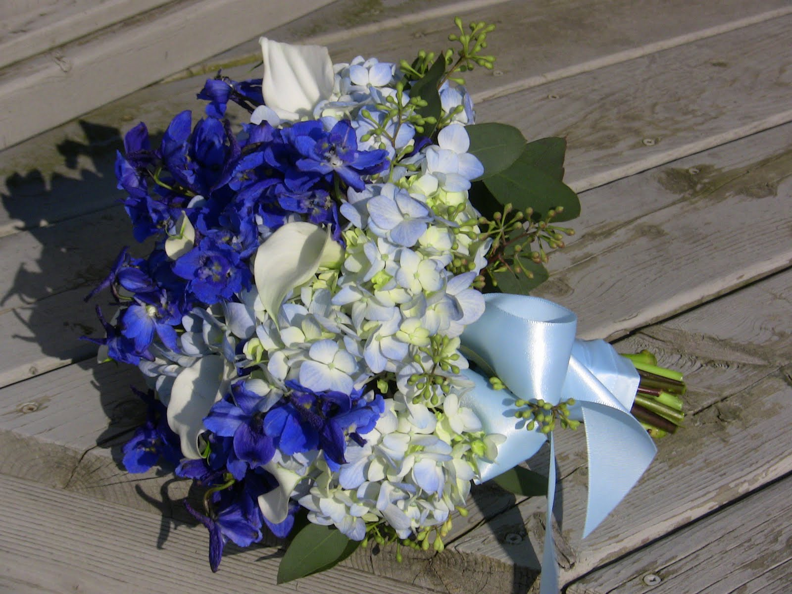 lush blue skies bouquets and boutonniers. Black Bedroom Furniture Sets. Home Design Ideas
