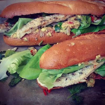 Mega kanapka: kurczak, prosciutto, guacamole