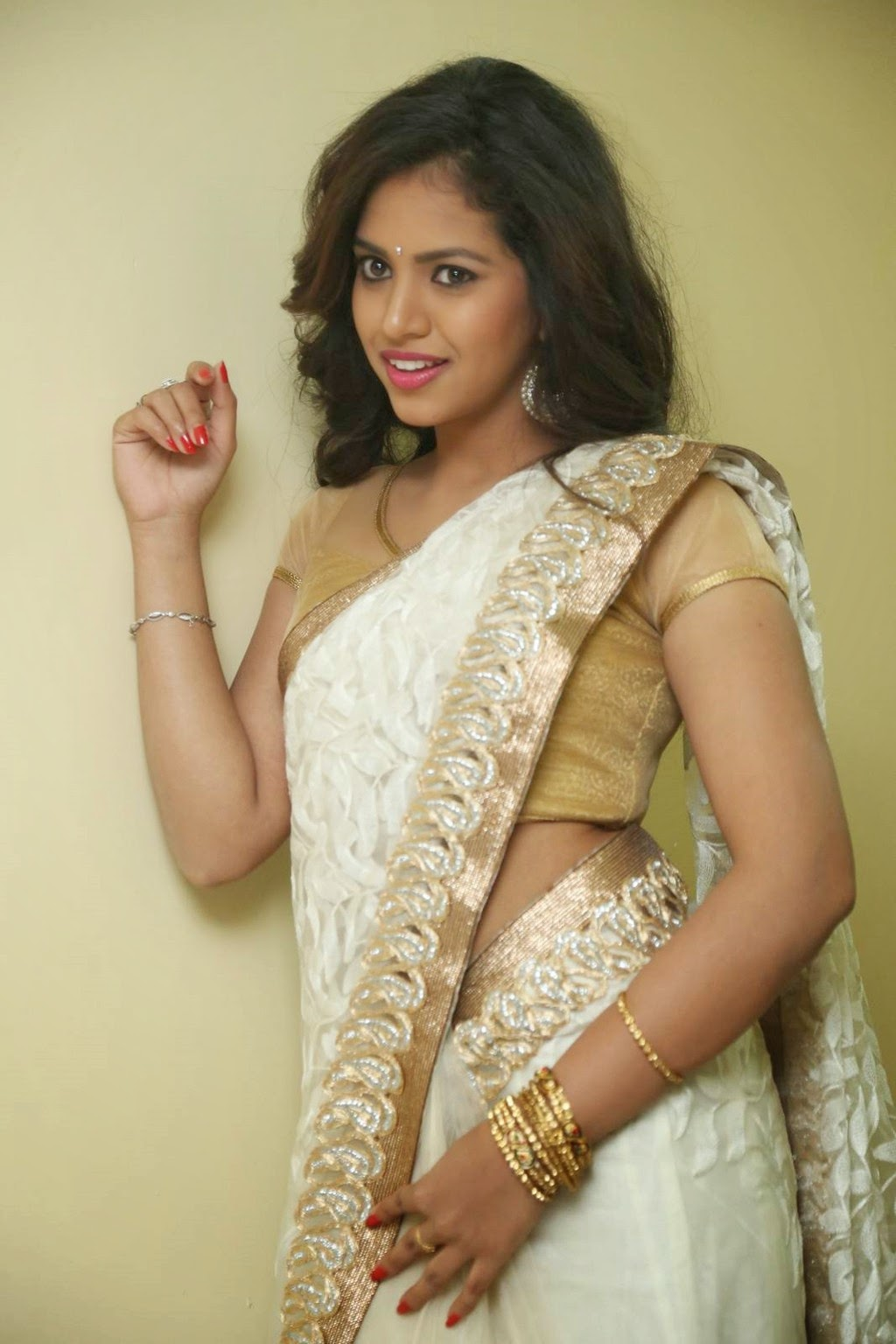 gowthami chowdary glamorous in saree-HQ-Photo-11