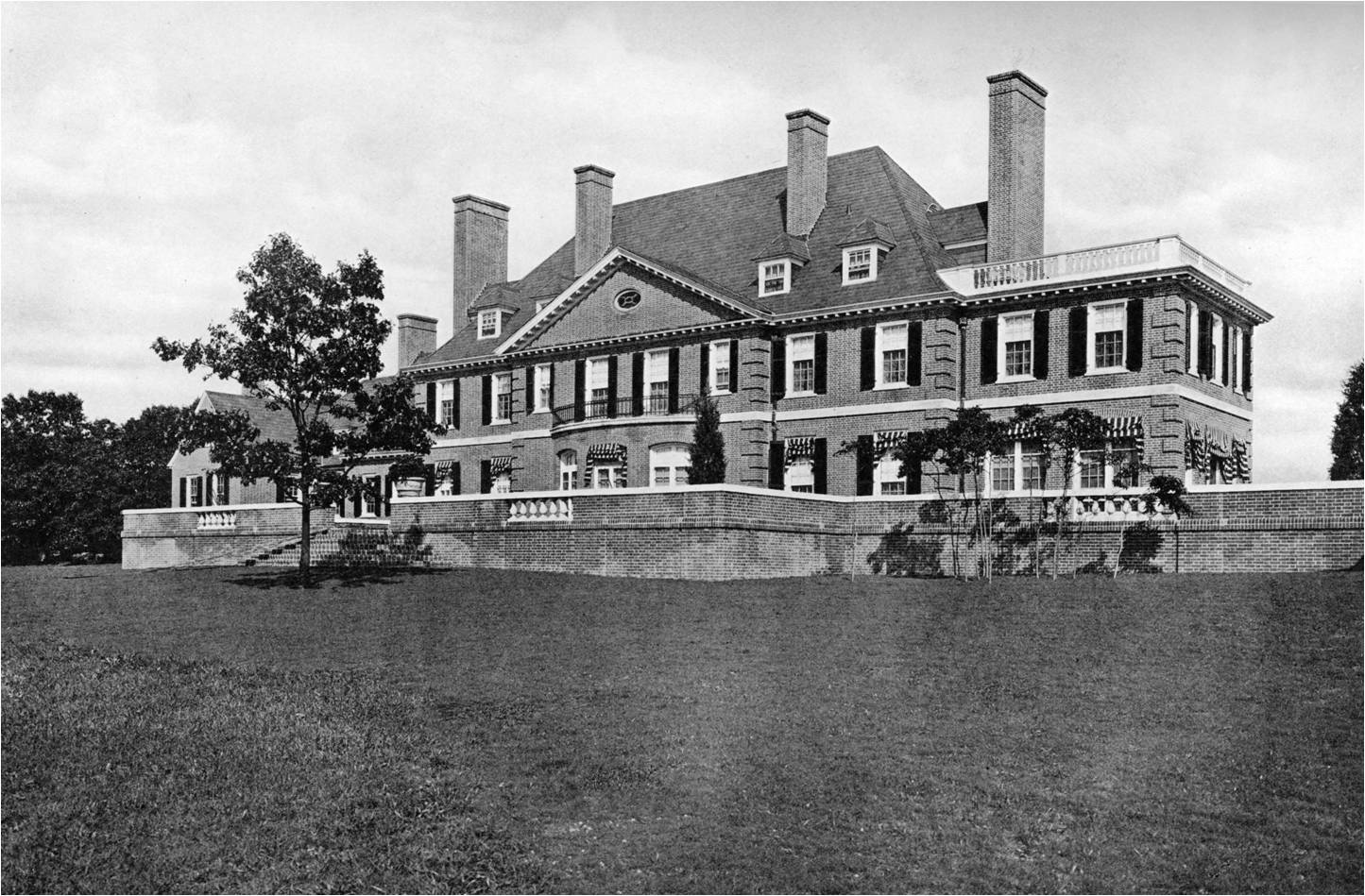 Mansions of the gilded age mayor bloomberg 39 s new for Houses of the hamptons