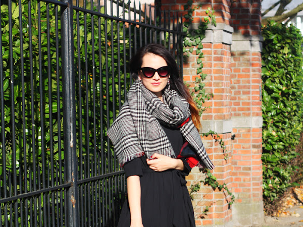 Checked scarf & black Nike Air Max