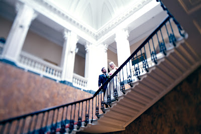 Свадебное фото: на лестнице воссоединения