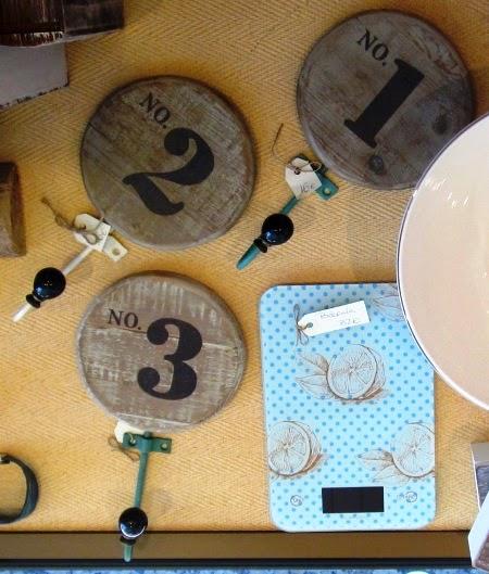Colgadores vintage madera números