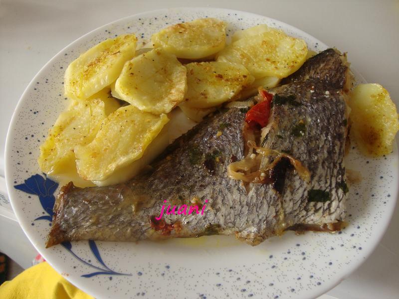 Las cosillas que hago corvina al horno con patatas for Como cocinar pescado al horno
