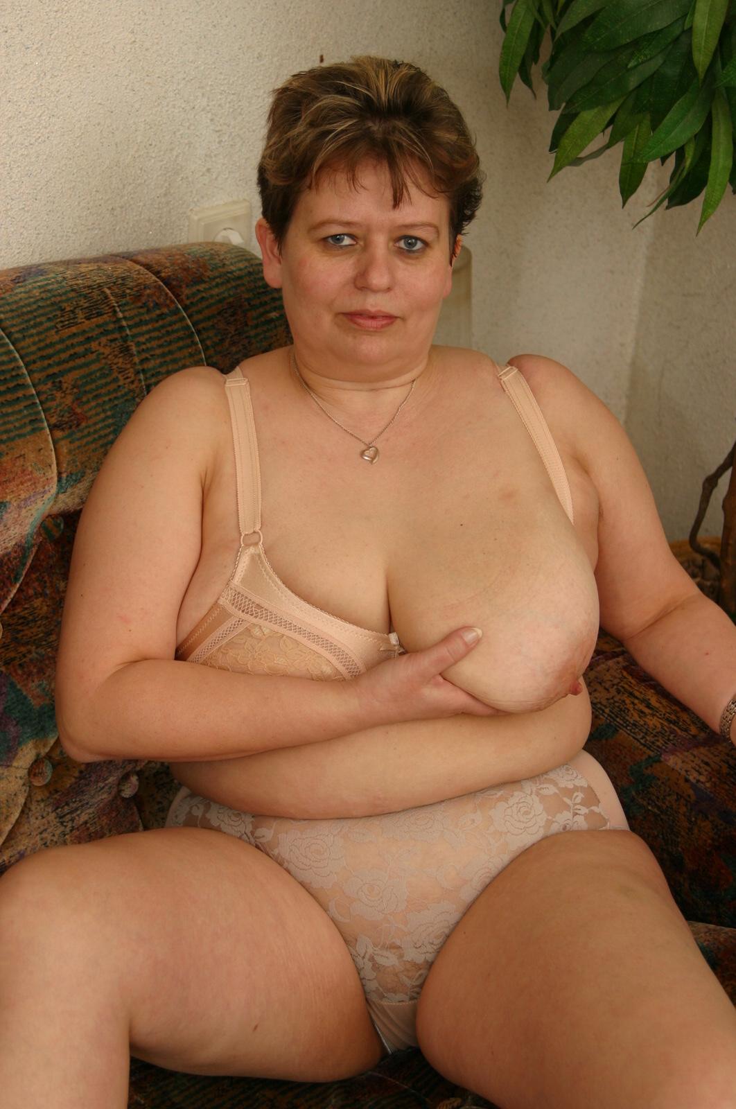 Толстые женщины в возрасте 40 50 лет голые в туалете 20 фотография