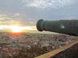 explore, Alfama, must see, top 10, best, main attraction,sunset, Lisbon, Portugal, visit, holiday, tourist, Castelo de Sao Jorge, photograph, May, houses, panoramic view, beautiful, perfect evening, romantic, castle, empty, atmospheric, Castle of saint Gorge, wall, ruin, ancient, cannon