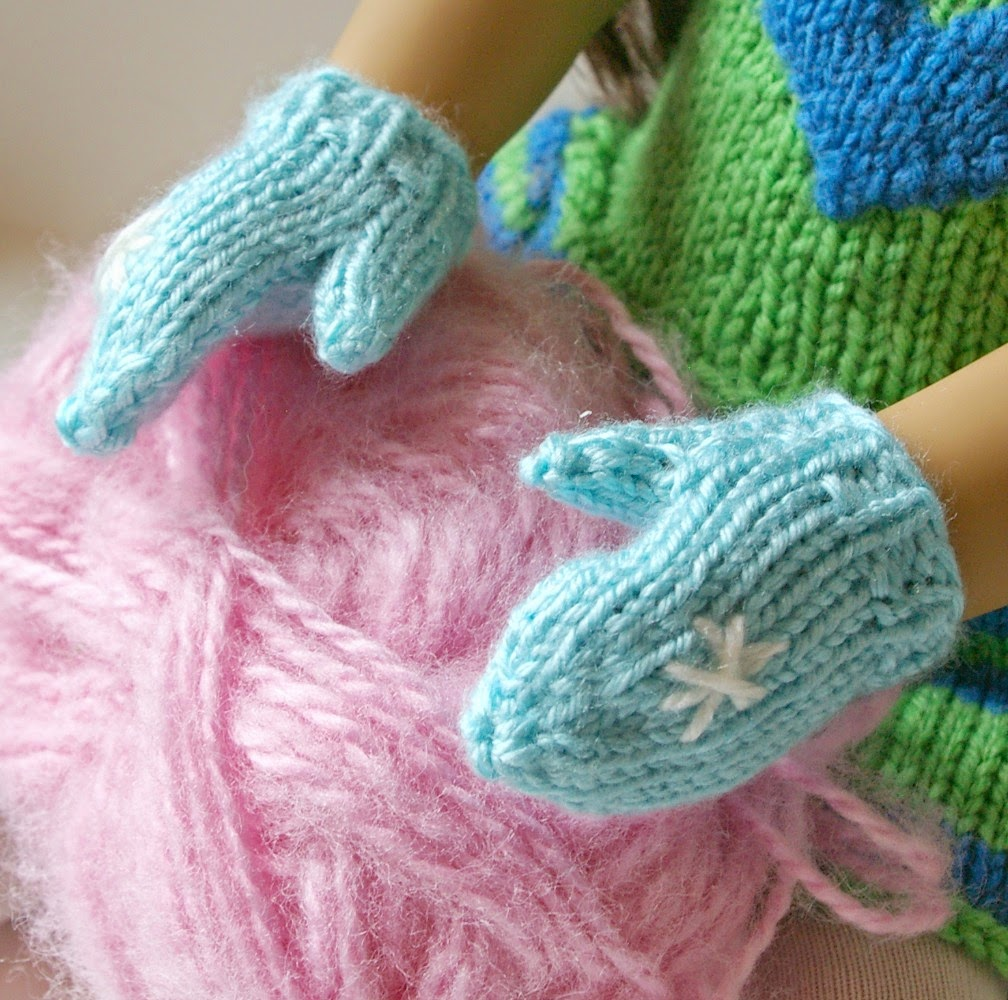 Knitting Pattern For Warm Mittens : Beneath the Rowan Tree: Mittens for the Dolls :: Stay Warm (Free Knitting Pat...