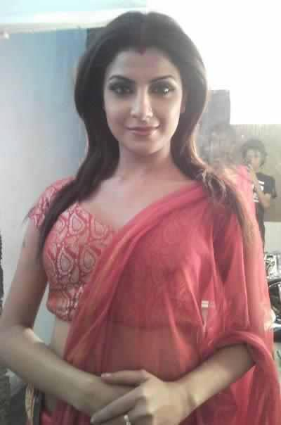 bollywood69   indian desi girl in tight salwar and showing cleavage