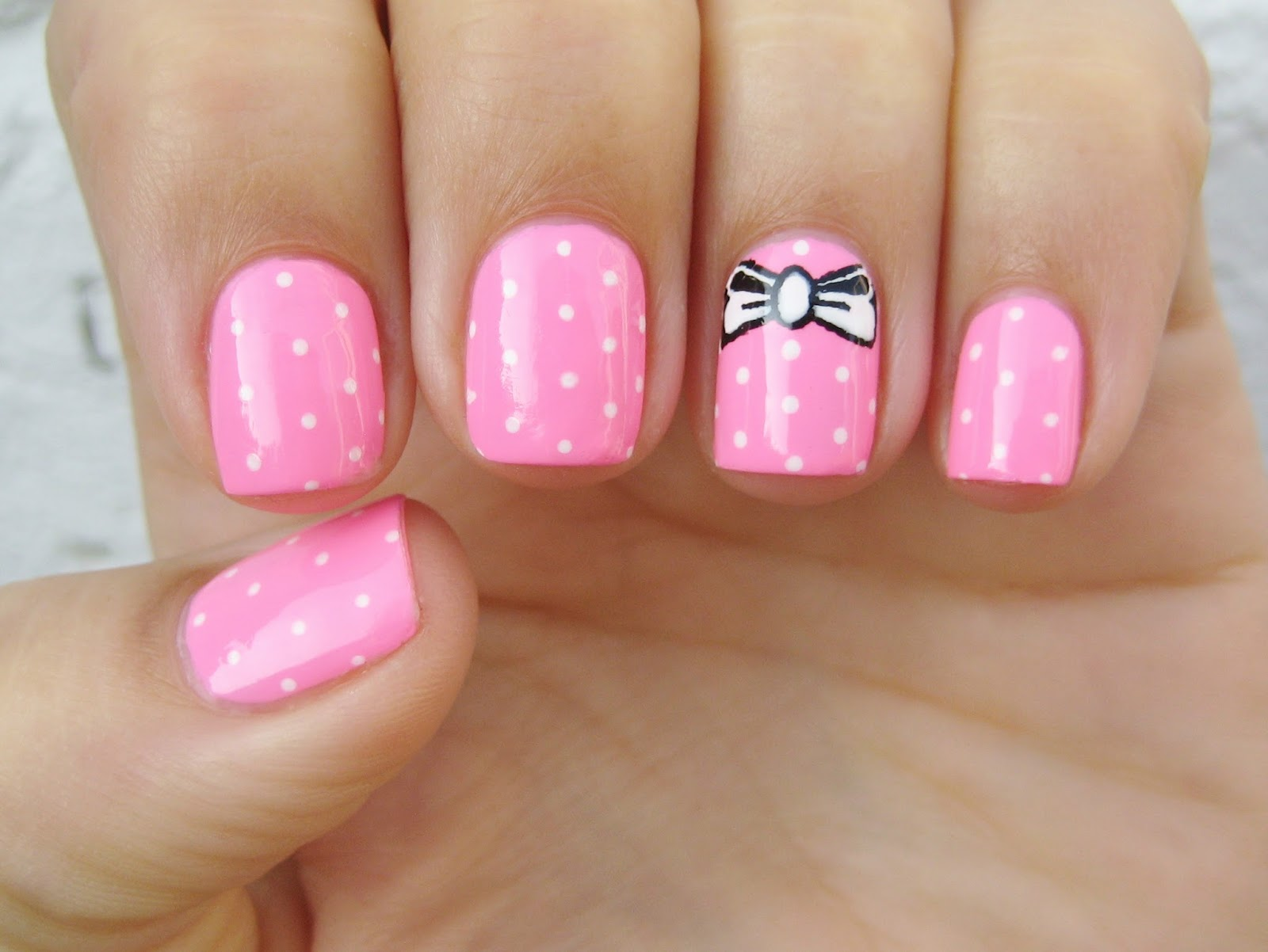 Dahlia Nails: Breast Cancer Awareness Month