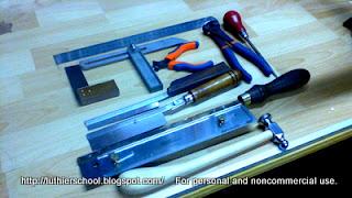 Τα εργαλεία για την τοποθέτηση των τάστων
