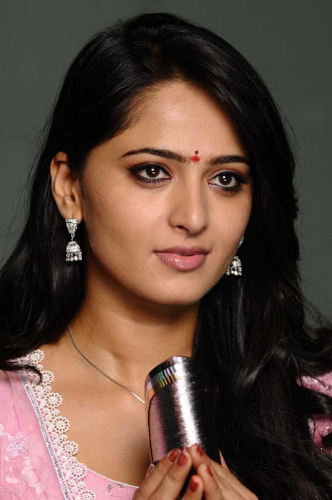 anushka shetty in first night scene saree glamour  images