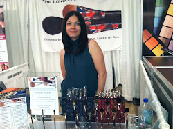 Siân with her brushes @ #The Makeup Show Chicago 2012.
