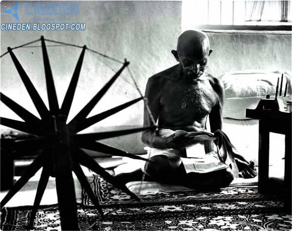 Namitha says Anna Hazare not Rastrapita Mohandas Karamchand Gandhi (Mahatma Gandhi)