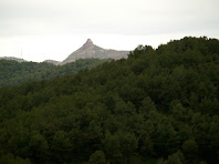 El Castell de Pera des de la Carena de l'Illa
