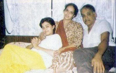 young Aishwarya rai with her mother & father
