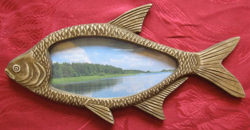 подарок рыболову- деревянная фоторамка в виде рыбы