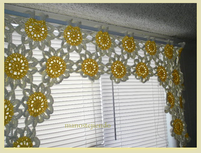 Manos tejiendo cortina tejijuntas for Cortinas de gancho para cocina