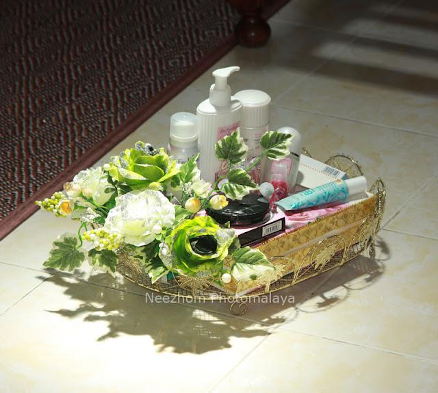 Gubahan hantaran kahwin - Set alat solek