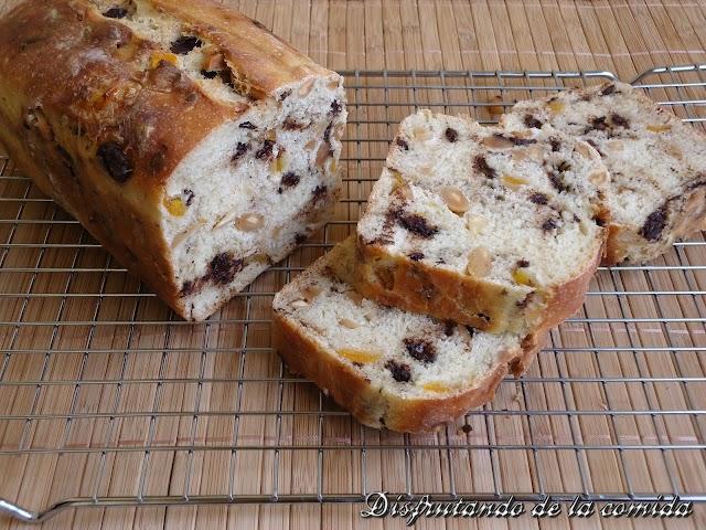 Pan de Chocolate,  Kumquats y Almendras