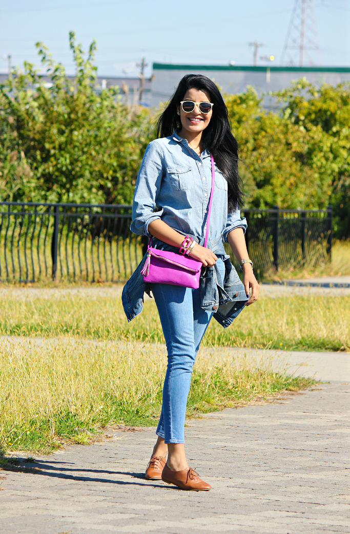 Denim on denim look, How to wear Chambray with jeans, Chambray shirt with blue jeans, Gap denim jacket fit