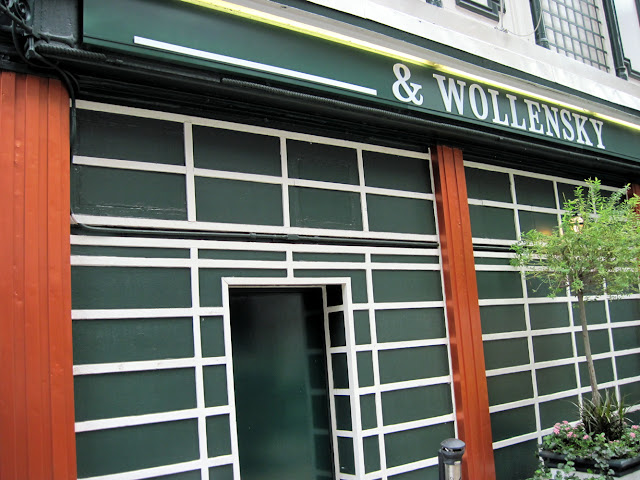 Dining in New York you'll find something missing from the iconic Smith and Wollensky sign