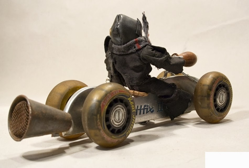 04-Brutus-Cruiser-Bike-Derek-Scholte-Recycled-Toy-Sculptures-www-designstack-co