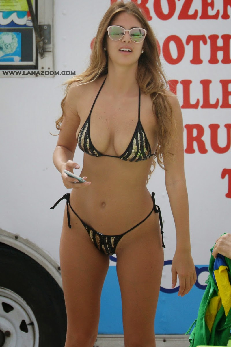 صور ساخنة للجميلة ميليسا كاستاغنولوي بملابس البحر في ميامي