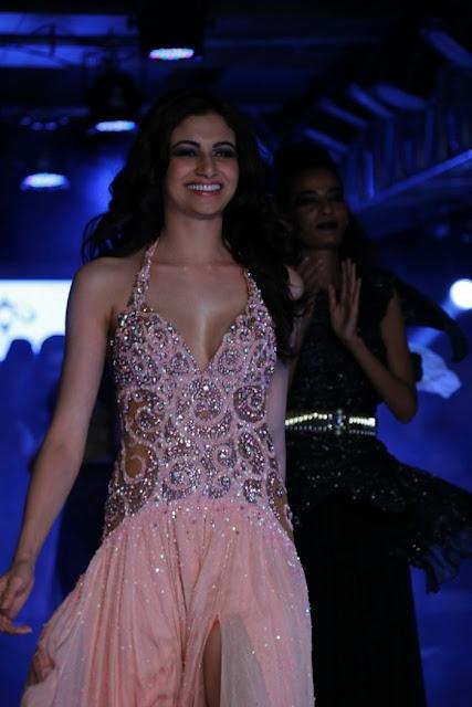 Miss-india-Simran-Kaur-Mundi-international-fashion-week-2012+(6).jpg