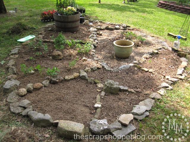 Social saturday a very special garden the scrap shoppe for Large white garden rocks