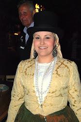 Preciosa mujer y vestimenta