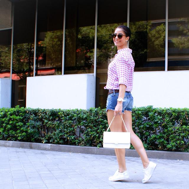 LOOK: Ripped shorts & Plaid Shirt