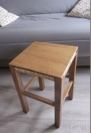 la petite maison de sylvie un tabouret table de nuit. Black Bedroom Furniture Sets. Home Design Ideas