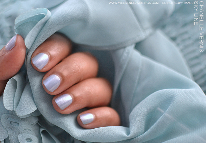 Bleu Illusion de Chanel Makeup Collection Le Vernis Nail Polish Sky Line Blue indian Beauty Blog Reviews Swatches NOTD Ingredients