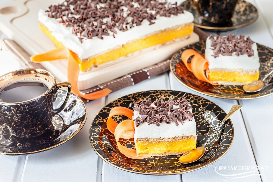 ciasto kubuś, kostka kubuś, ciasto z sokiem marchwiowym, masa z soku marchwiowego, masa z soku kubuś, krem z soku kubuś, ciasto z kremem, ciasto bez pieczenia, pomarańczowe ciasto, pomarańczowa masa, kraina miodem płynąca, kora czekoladowa, słodki świat