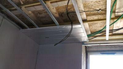 Plafond chauffant rayonnant Caleoplafond classique en cours de pose