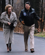 Margaret Thatcher. Primeira mulher a comandar uma potência econômica e . margaret thatcher