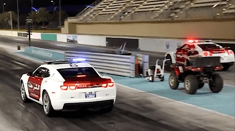 アブダビ警察のGT-Rとカマロのパトカーがドラッグレース!