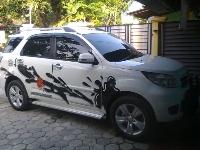 modifikasi toyota rush putih
