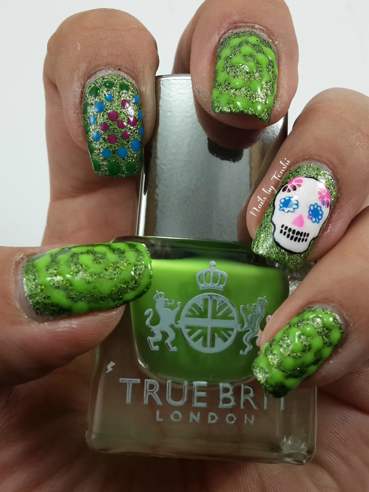 Nail Art de día de muertos. China Glaze But of Corpse. True Brit Alfie. MoYou.