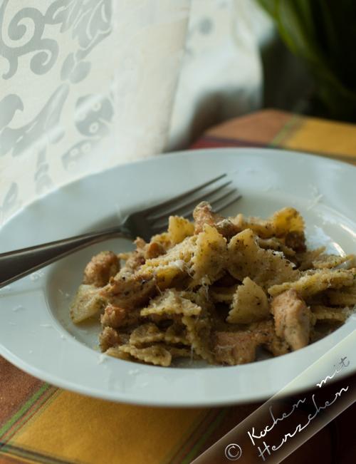 Pasta mit Haselnusspesto und Huhn