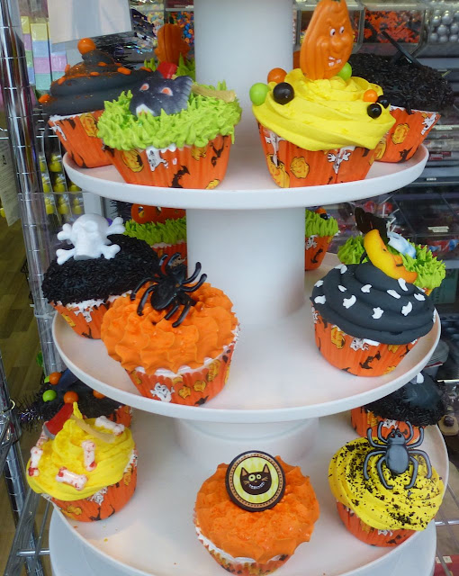 Scoop-N-Save novelty cakes - Halloween