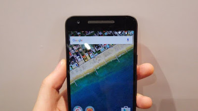 Edges of the screen of the Nexus 5P
