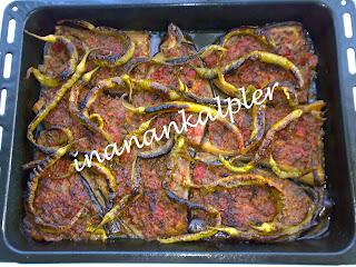 Karnıyarık Türk mutfağının vazgeçilmez yemeklerinden biridir. Karnıyarık yaz günlerinin en sevilen yemeklerindendir. Ancak günümüzde kışında yapabiliyoruz. Yazın patlıcanları kızartın, buzluk torbalarına koyun. Kışın buzluktan çıkarıp tepsiye alıp sıcak fırında 5-10 dakika bekletip içlerini açıp aşağıda hazırladığımız harcı doldurup pişirebilirsiniz. Yanına  arap ezmesi  de yapabilirsiniz.