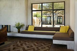 Hal ini bisa dilakukan dengan pemmilihan desain sesuai type dan bentuk ruangan, cat atau juga perabot yang ada di dalamnya