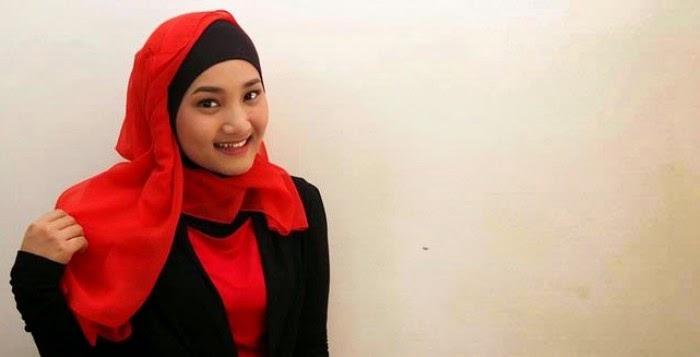 Model baju muslim ala Fatin Shidqia Lubis