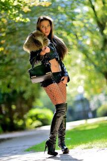 Twerking blondes - sexygirl-Julie_SKGH_14960206261_5fd9d7b182_b%255B1%255D-775227.jpg