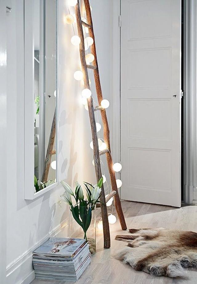 Escalera de madera como punto de luz