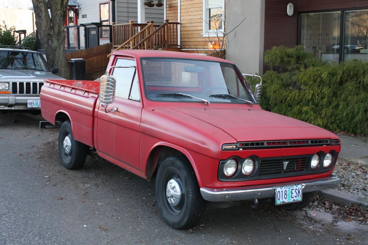 old parked cars 1971 toyota hilux. Black Bedroom Furniture Sets. Home Design Ideas